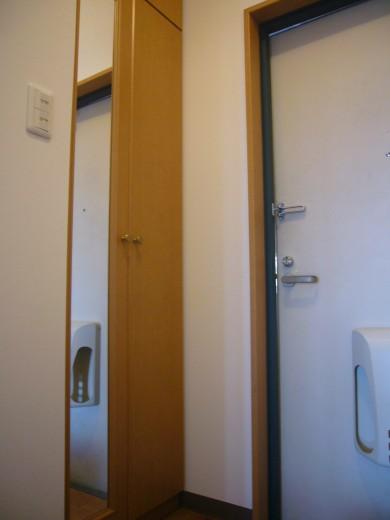 シューズボックス、鏡あります(玄関)