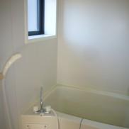 小窓付の明るいお風呂です(風呂)