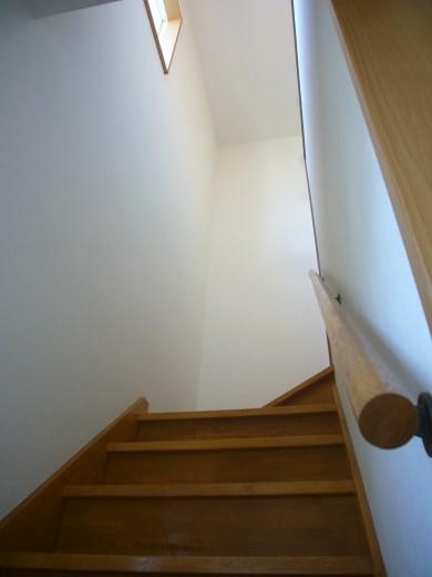 採光窓がある明るい階段です
